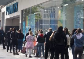 Chaos in London as Oxford Street reopens and thousands ignore social distancing rules