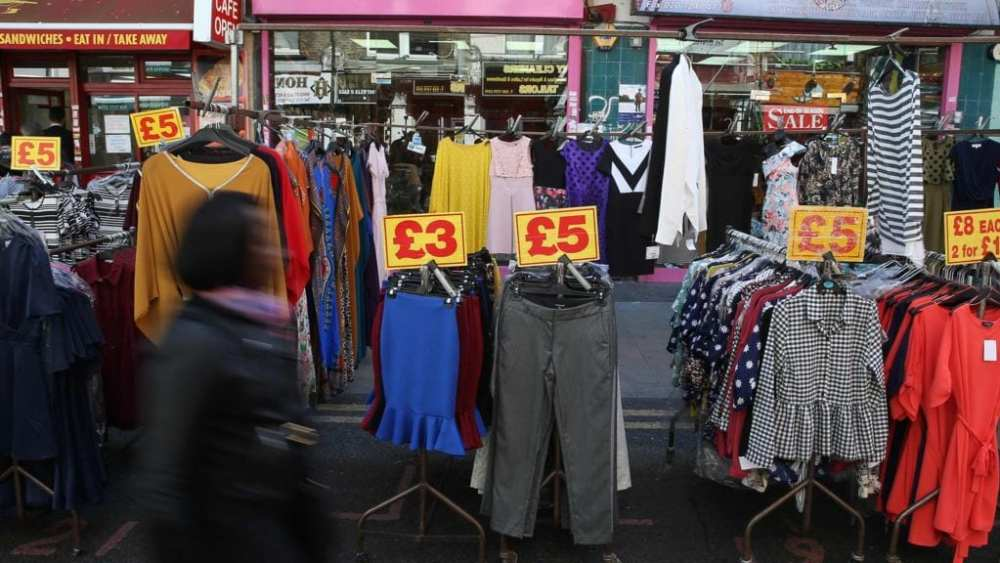 UK's inflation rate rose 0.6% - Clothing and games push up UK shop prices