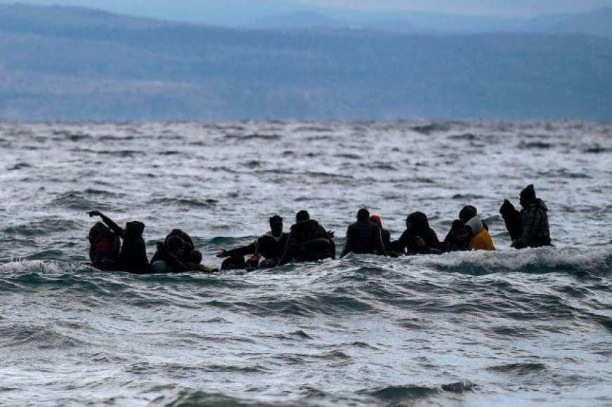 Greece abandons more than 1,000 migrants at sea