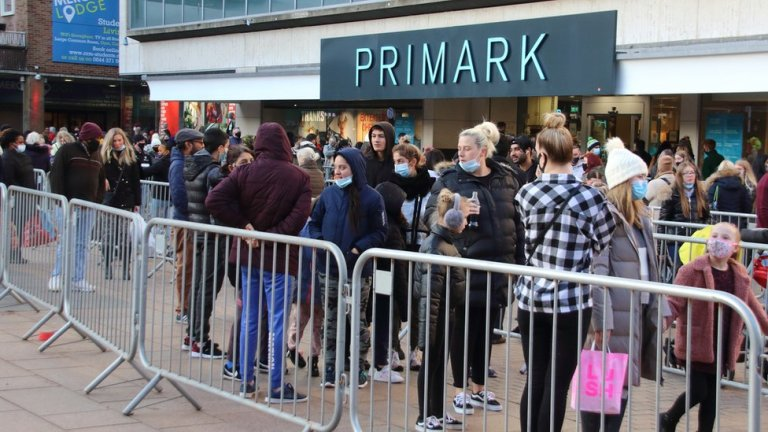 Weekend shopping returns but numbers down on 2019