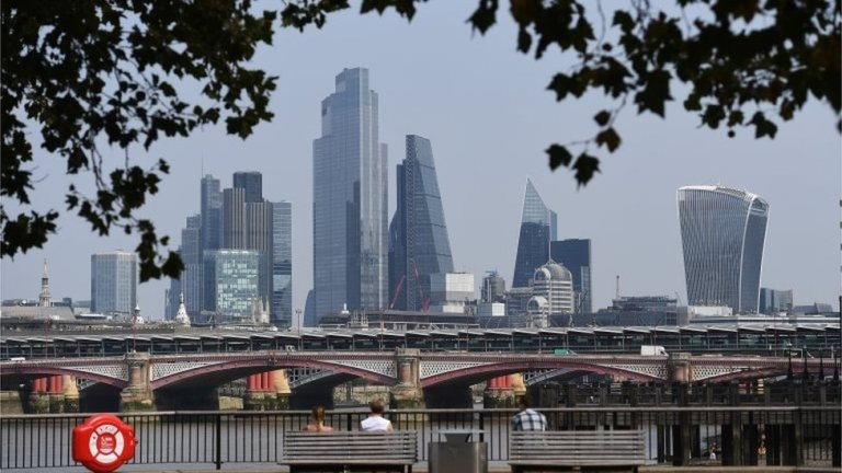 FTSE 100 chief executives 'earn average salary within 3 days'