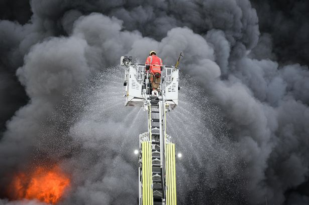 Denton fire: Residents told to evacuate as police declare 'major incident'