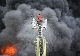 Huge Denton fire: Residents told to evacuate as police declare 'major incident'