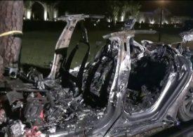 Tesla 'no driver' car kills 2 men in Texas crash