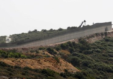 Israeli army carries out clean sweep at border with Lebanon