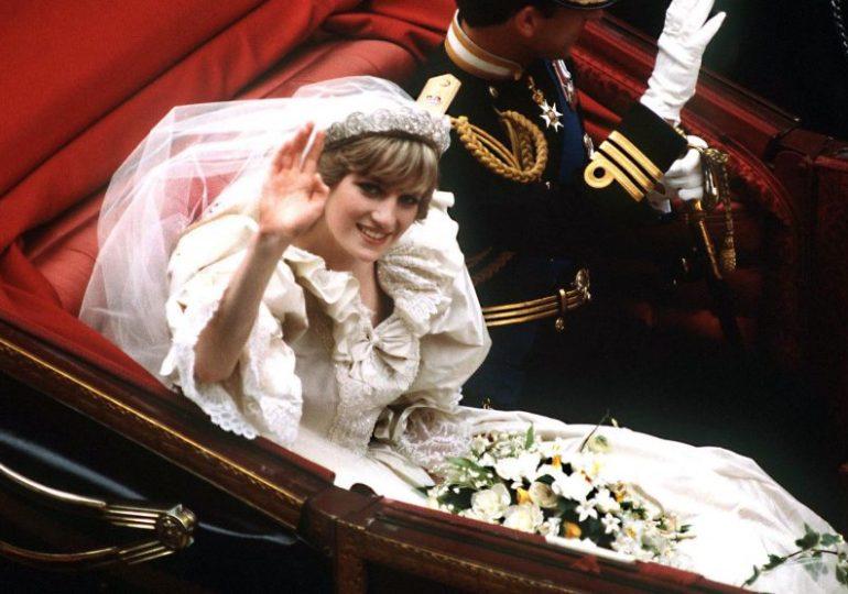 Princess Diana: Dresses go on display at Kensington Palace