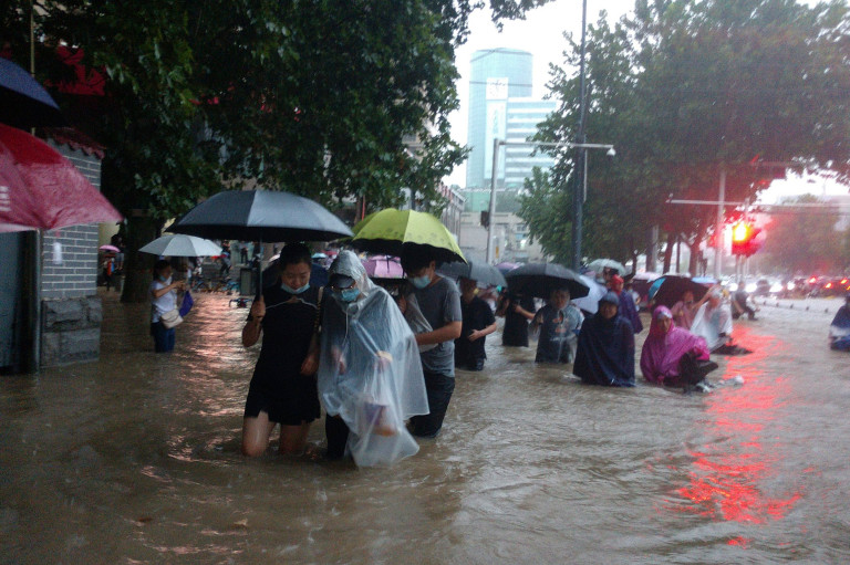 Subway Passengers Trapped in Flood Water Up to Their Shoulders in China