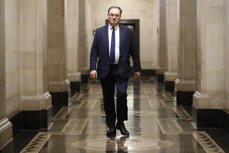 Bank of England 'addicted' to creating money, say peers