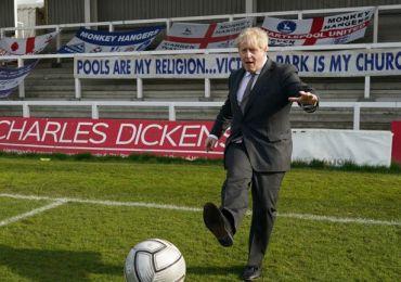 Boris Johnson announces football ban for online racists