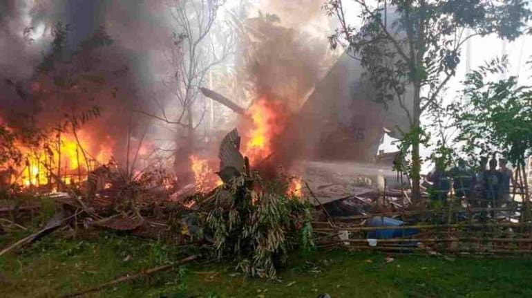 Military plane crashes in the Philippines, killing 50 people