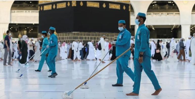 Saudi Arabia's Grand Mosque intensifies sanitation efforts ahead of Umrah season