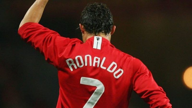 Breaking: Cristiano Ronaldo officially signs for Manchester United