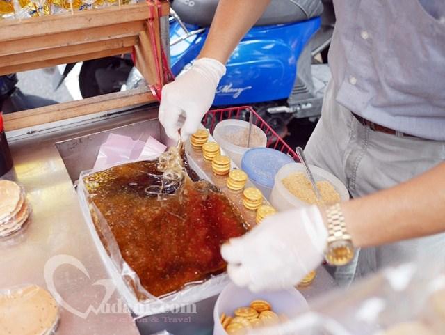 迪化街永樂市場外的古早味麥芽糖餅乾~附迪化街影片