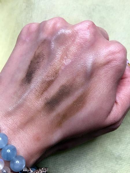 媚比琳柔滑眉臘筆,真的很滑很好畫,有四色可依髮色選擇唷