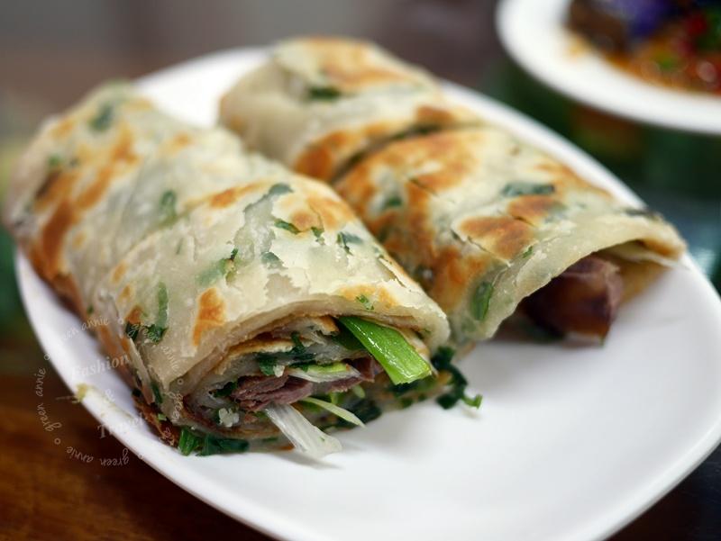 張家麵館,超多名人也愛吃~推薦必點牛肉捲餅、各式小菜、缽缽雞麵和炒餅@台中
