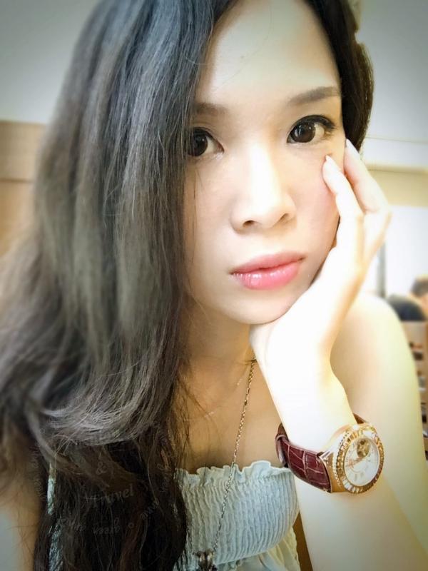 星巴克超人氣布丁,現在台灣也吃的到囉~~搶先來嚐嚐鮮~~口感綿密讓人一口接一口
