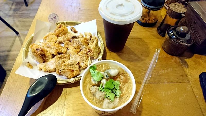 來自中和的炸糊手工麵線在三重碧華街開分店,可以吃到好吃的炸雞排和麵線(已歇業)