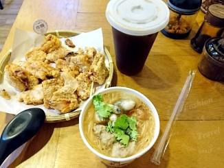 來自中和的炸糊手工麵線在三重碧華街開分店<線炸>,可以吃到好吃的炸雞排和麵線(已歇業) @吳大妮。Annie