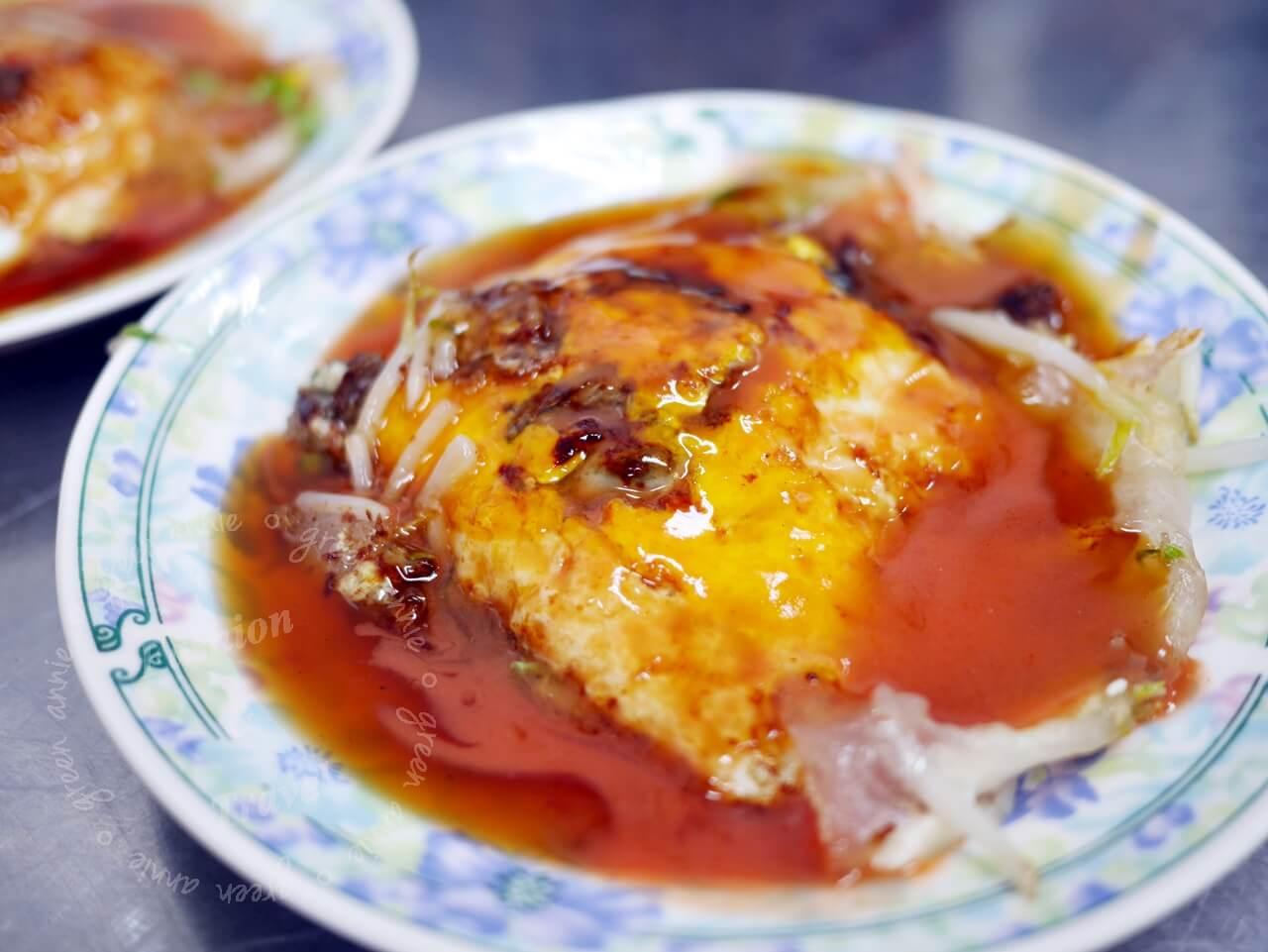 台南國華街,石精臼蚵仔煎每次必吃人氣老店,吃完再喝一杯水仙宮青草茶