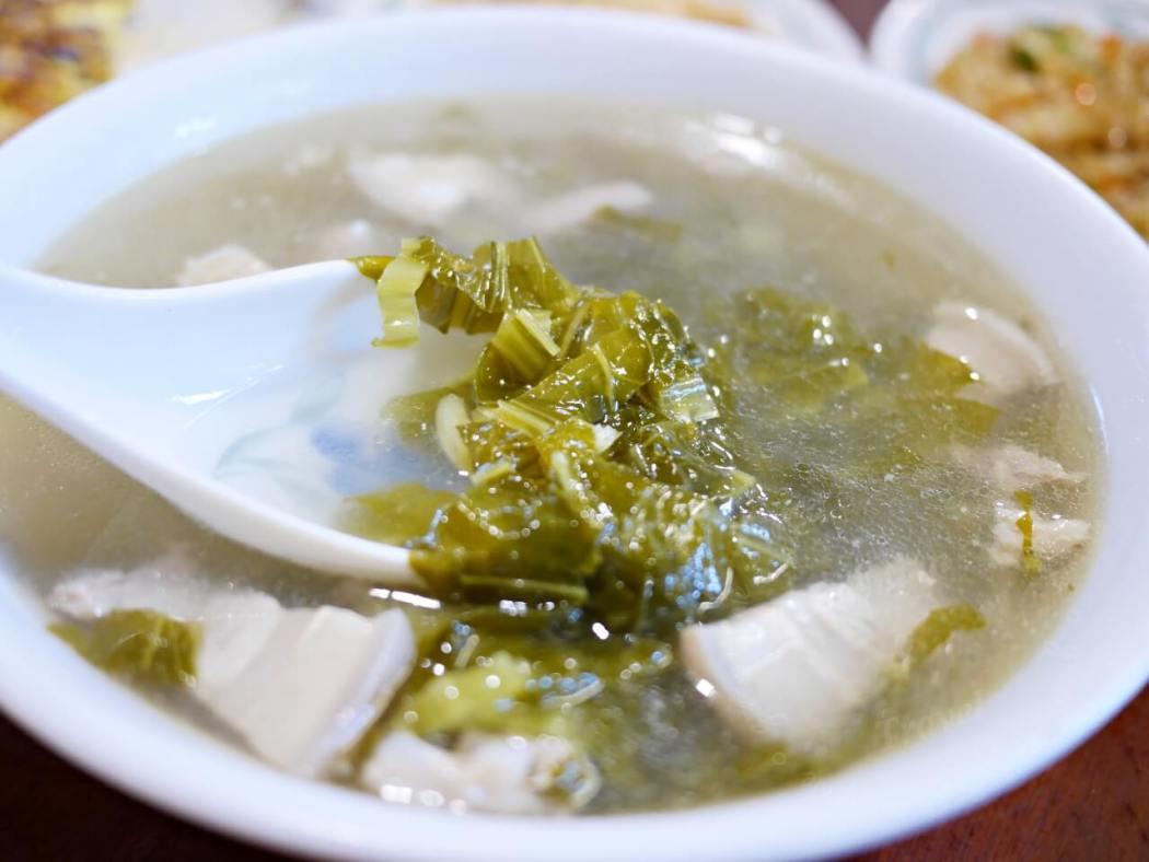 北埔老街,老店客家菜,必點薑絲炒大腸、香油雞和燜筍(附菜單)
