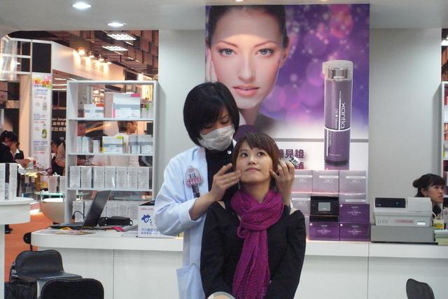 【安妮亂逛】2011美容展-xantia @吳大妮。Annie
