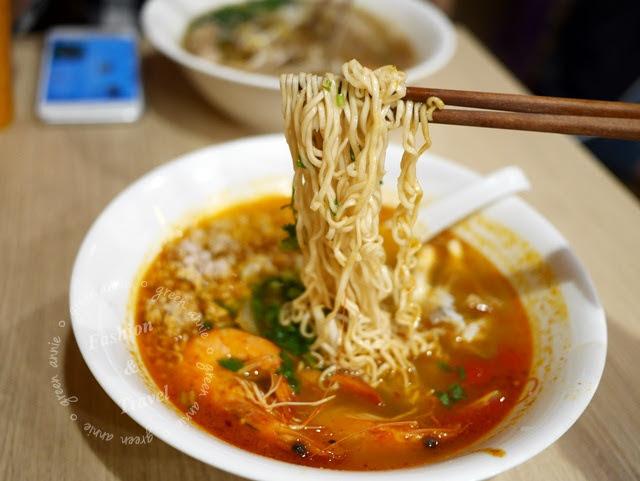 【捷運美食】阿寒泰A Han Thai 泰式船麵~讓人有回到泰國的錯覺。近國父紀念館站 @吳大妮。Annie