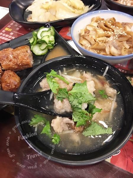 【國民美食】魯肉飯、白菜魯、雞捲通通好美味~圓環龍凰號~近寧夏夜市 @吳大妮。Annie