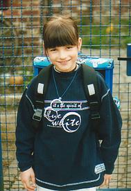 Samira bei der Einschulung April 2002