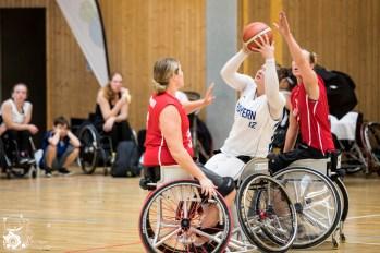 Die Damen aus Bayern gewinnen im Halbfinale gegen die Damen aus Hessen mit 46:25. Kuhberghalle Ulm, Deutschland.