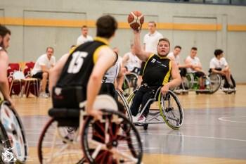Das Team Baden Württemberg/Rheinland-Pfalz schlägt das Team NRW in Spiel 3 mit 24:41.