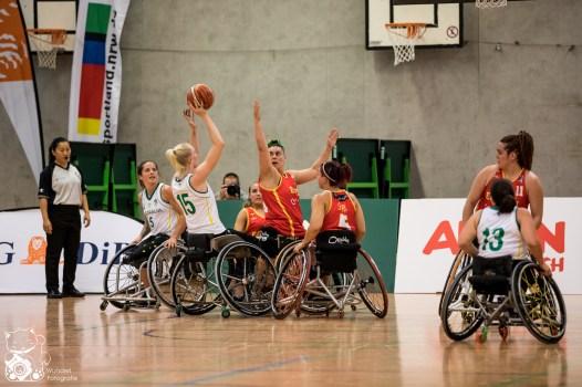 Im ersten Spiel des Nations Cup Cologne schlagen die Damen aus Australien die Konkurrenz aus Spanien mit 86:40. Köln, Deutschland