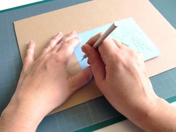 DIY-carte-postale-brodee-pointe-wundertute
