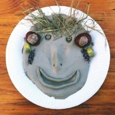 Masque en terre et végétaux