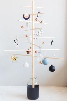 DIY-Minimalist-Wooden-Christmas-Tree-@fallfordiy-10