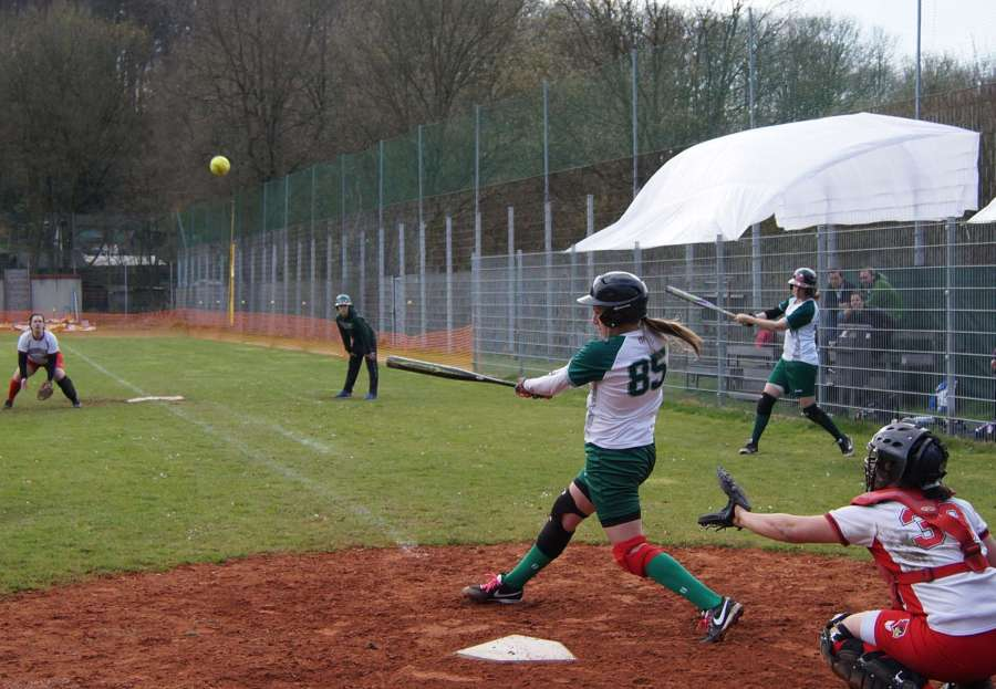 Softball-Wuppertal-Stingrays-vs-Cologne-Cardinals-April-2016