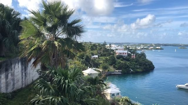 Happy Christmas Eve from Bermuda ?? with @bermuda.bride !!! .....#travel #traveling #socialenvy #vacation #visiting #instatravel #instago #instagood #trip #holiday #photooftheday #fun #travelling #tourism #tourist #instapassport #instatraveling #mytravelgram #travelgram #travelingram #igtravel #ForeverBermuda#GoToBermuda#Bernews#BermudaDreaming#Paradise #photography
