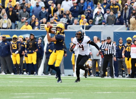 Freshman Ali Jennings (19) with a catch for WVU.
