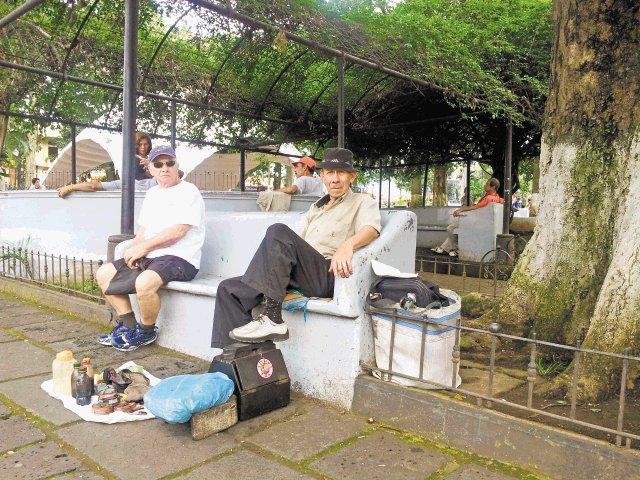 Resultado de imagen para adultos mayores parque central alajuela costa rica