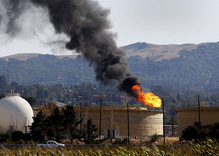 On Monday, the Shell refinery in Martinez had a small fire in the light-oil processing unit. Less than a day later, a sour aroma from the refinery prompted hazardous materials teams to investigate. Photo: Brant Ward, The Chronicle