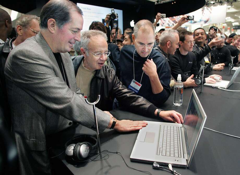 From left to right, Intel CEO Paul Otellini, former Intel CEO Andy Grove and Apple CEO Steve Jobs look at a MacBook Pro at the Macworld Conference and Expo in San Francisco in January 2006. Photo: LOU DEMATTEIS, REUTERS