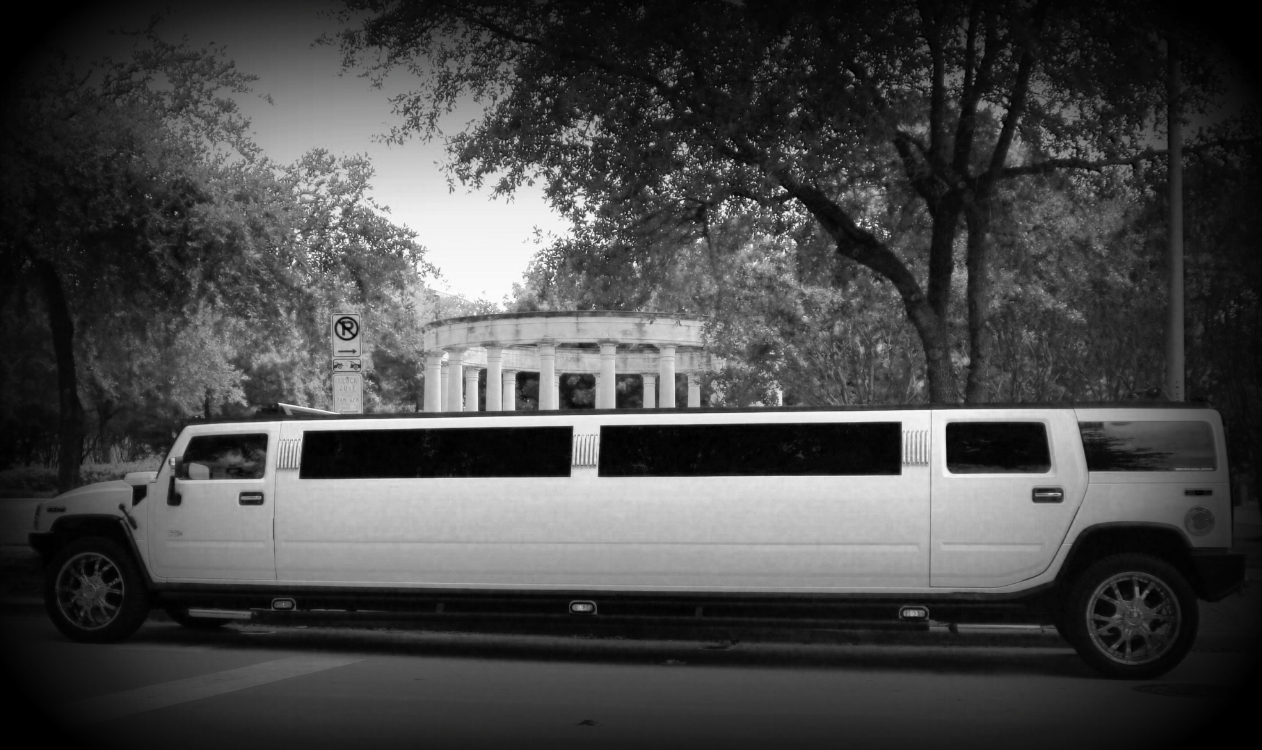 Limousine Services Worldwide Takes Big Steps for the Wedding