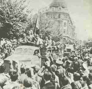 Russian troops during the occupüation of Bucharest.