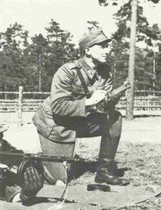 Finnish instructor for Suomi sub-machine gun
