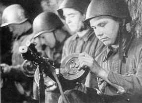 Loading the PPSh with a drum magazine