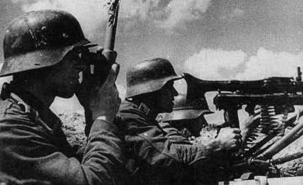 MG42 gunners in trench firing position