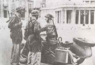 German paratroops in Rome