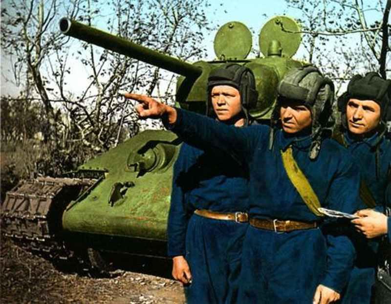 5da9dc5fff15b3 The crew of a Russian T-34 tank and their equipment.