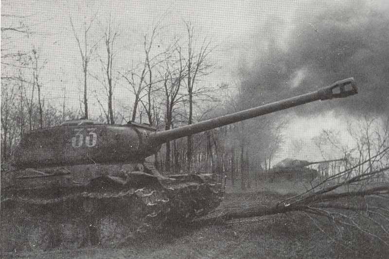 I 2 tanks near Budapest