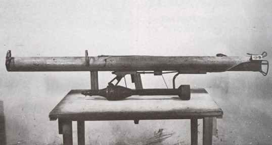 Panzerschreck with 88 mm bomb.