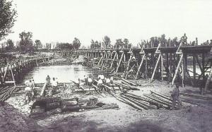 Austro-hungarian soldiers construction a bridge